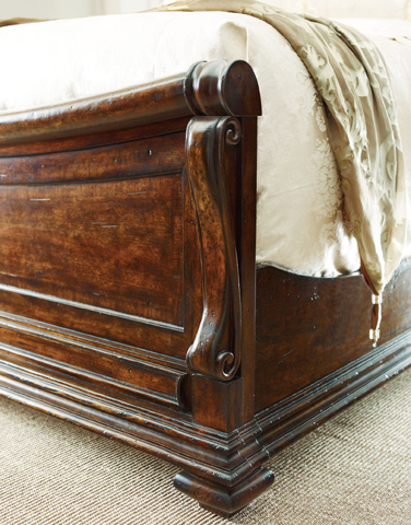 Stanley - Portfolio - Barrel Queen Sleigh Bed - 128-13-52