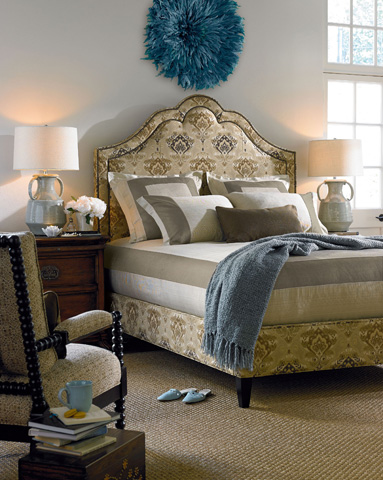 Thomasville Furniture - Azzuro Queen Bed with Nail Trim - 1773-18Q