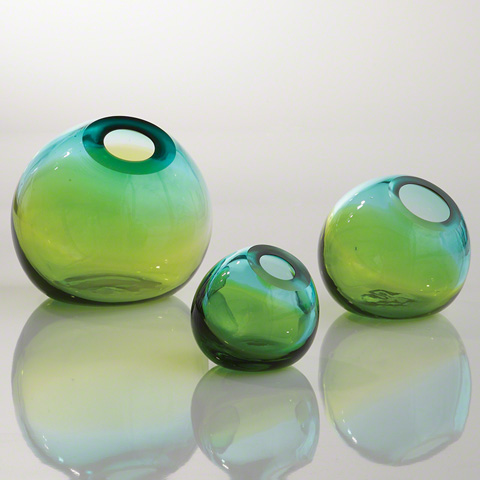 Global Views - Ombre Ball Vase - 8.81613