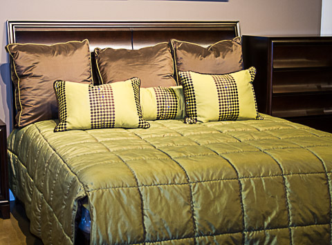 Marge Carson - Abercrombie Iguana Tremont King Bedding Package - TM95