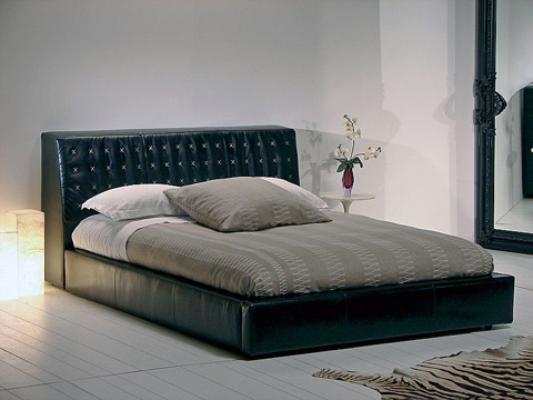 Stone International - Leather Bed - 0653